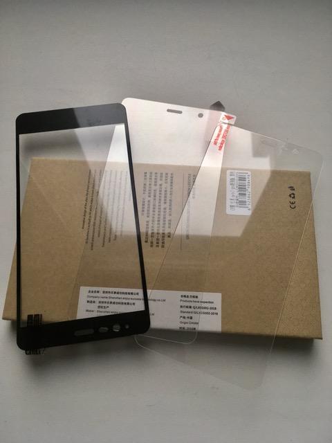 zashchitnoe-steklo-na-smartfon